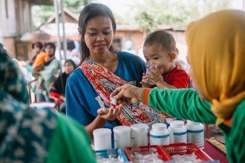 A woman receives medicines for lymphatic filariasis during a mass drug administration for lymphatic filariasis in South Sumatra, Indonesia© RTI International/ Muhammad Fadli